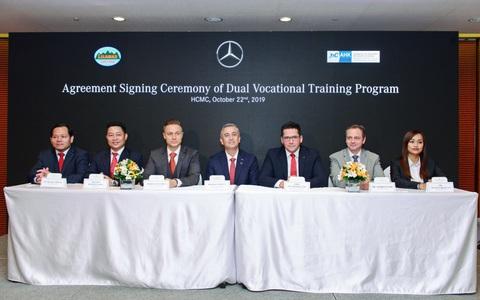 Mercedes-Benz Việt Nam đào tạo kỹ thuật viên ô tô