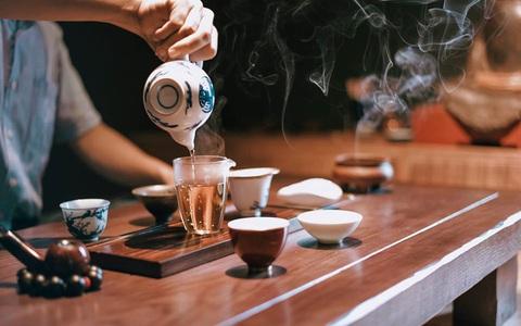 Thưởng trà và ngắm Hà Nội ngày đông
