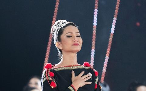 Hoa hậu H'hen Niê: 2 năm qua như một giấc ngủ với mộng đẹp