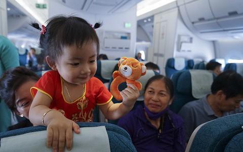 Nhiều cơ hội nhận quà Vietnam Airlines ngày 1-6