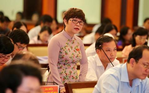 Trưởng Ban Chính trị - Xã hội Báo Người Lao Động nhận Huy hiệu TP HCM