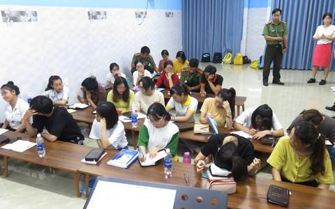 Bắt quả tang một trung tâm ngoại ngữ truyền đạo trái phép ở Đà Nẵng
