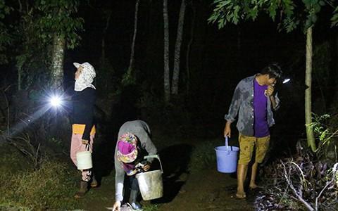 Vì sao đêm đến nhiều người lại đổ về vùng đồi đá xã Gia Kiệm?