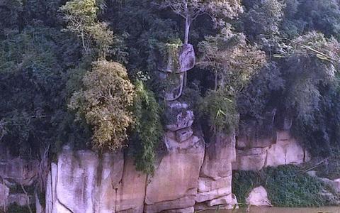 Sự thật về 3 tảng đá không ai dám đến gần ở Thanh Hóa