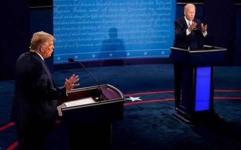 """Đổi luật cuộc tranh luận, ông Trump chỉ trích cuộc chiến """"hai chọi một"""""""