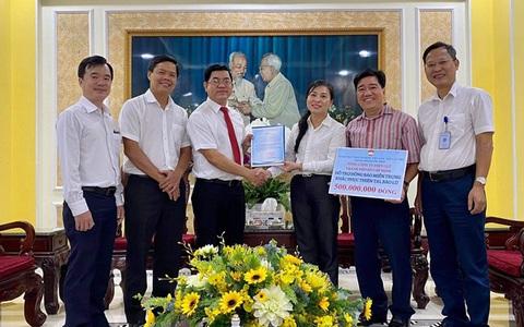 Điện lực TP HCM ủng hộ đồng bào miền Trung 500 triệu đồng
