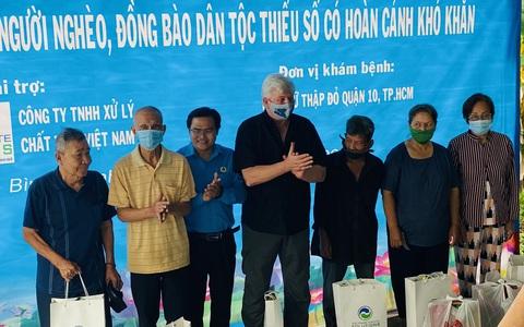 Tặng quà, khám bệnh cho hơn 300 hộ dân ở huyện Bình Chánh