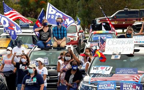Hình ảnh đối lập của ông Trump và ông Biden trước ngày bầu cử tổng thống