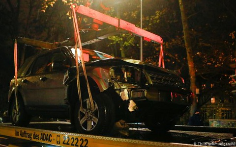 """Đức: Xe """"điên"""" phóng cuồng vào phố đi bộ giết chết 5 người"""