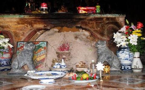 """Ly kỳ """"báu vật nằm trong tổ mối"""" ở một ngôi chùa"""