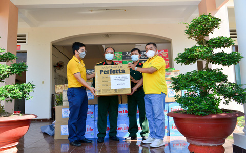 WorldTrans trao tặng hàng ngàn vật dụng y tế cho y bác sĩ tuyến đầu