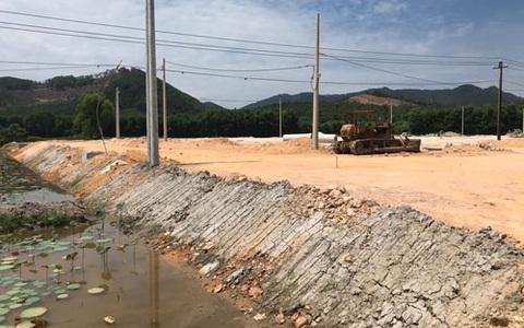 """Dự án cao tốc Cam Lộ - La Sơn: Nhiều khu tái định cư đang """"bò"""""""