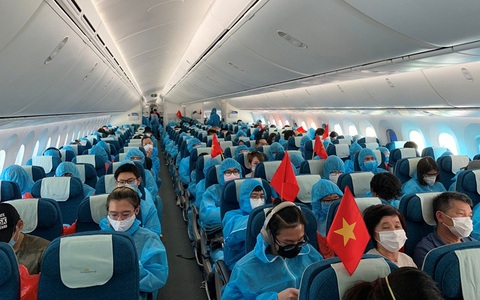 Gần 300 người Việt từ Nga về nước tại sân bay Cần Thơ