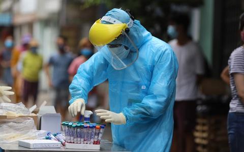 Sửa kết quả SARS-CoV-2 từ âm sang dương: Tạm đình chỉ công tác 2 nữ điều dưỡng
