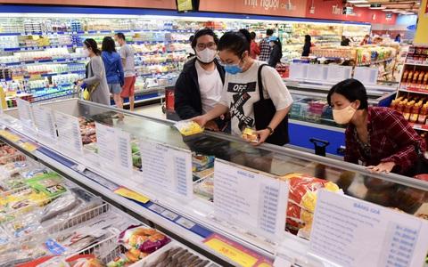 Hệ thống Co.opmart đồng loạt giảm giá thịt, cá, dầu ăn, mì gói