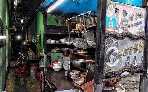 Tiệm mì 60 năm tuổi mở cửa xuyên đêm ở TP HCM