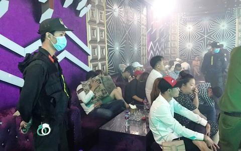 """Phát hiện 102 người đang mở """"tiệc ma túy"""" trong quán bar ở Tiền Giang"""