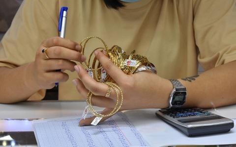 Giá vàng hôm nay 25-1: Vàng SJC tiếp tục bỏ xa thế giới