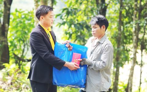 Nam A Bank mang Tết ấm đến bà con vùng lũ tại Trà Leng và Rào Trăng