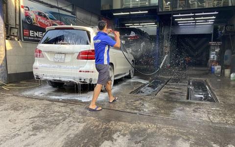 Giá rửa xe dịp Tết tăng từng ngày