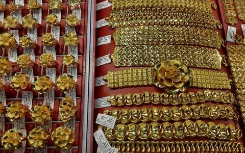 Giá vàng hôm nay 5-3: Vàng thế giới tiếp tục chìm sâu, thấp hơn trong nước gần 9 triệu đồng/lượng