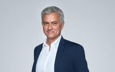 Bán đấu giá áo HLV Jose Mourinho gây quỹ mua máy thở