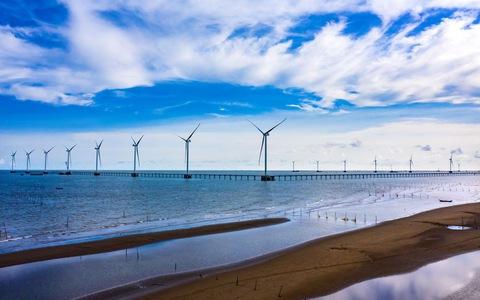 Hoàn thành lắp đặt trụ gió cuối cùng dự án điện gió Biển Đông Hải 1 – Trà Vinh