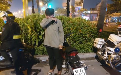 """TP HCM: Con 16 tuổi đi đêm, mẹ nhắn tin khẩn thiết """"nghe lời mẹ ở nhà đi con"""""""