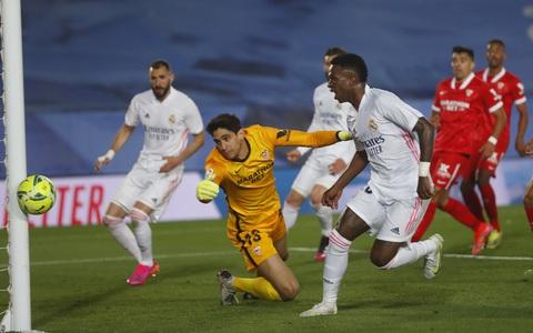 """Mất điểm sân nhà, Real Madrid """"tố"""" trọng tài phá hỏng cuộc đua vô địch"""