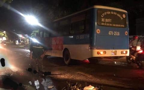 Xe buýt và xe máy tông nhau, 2 người tử vong tại chỗ