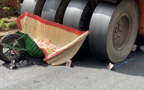 Hi hữu: Xe lu tông chết công nhân đang làm đường