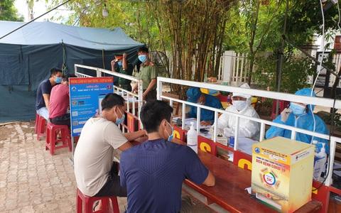 Đà Nẵng: 5 người trốn trong xe đầu kéo container để tránh kiểm tra y tế