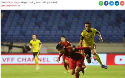 Báo chí Malaysia xác nhận Văn Toàn đã bị phạm lỗi trong vòng cấm