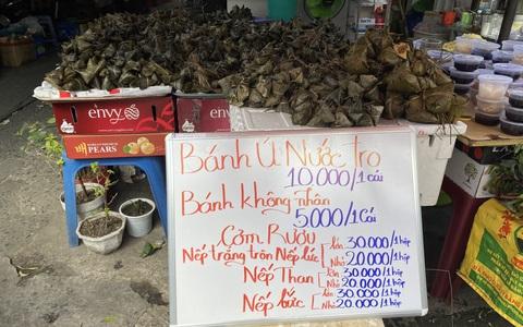 Chợ Tết Đoan Ngọ: Bánh ú nước tro tăng giá sốc, bà nội trợ kêu trời