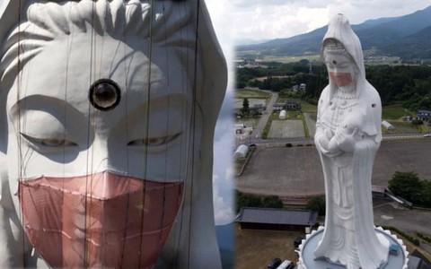 Nhật Bản đeo khẩu trang cho tượng Phật khổng lồ
