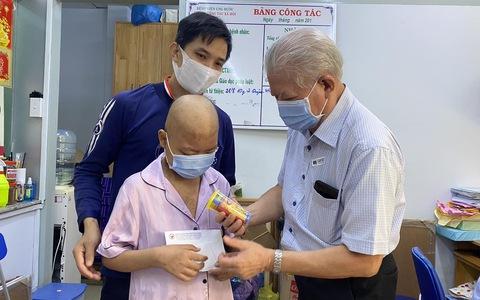 Hội Bảo trợ Bệnh nhân nghèo TP HCM giúp 100 bệnh nhi ung thư