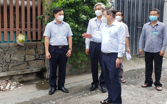 """Chủ tịch UBND TP HCM Nguyễn Thành Phong thị sát những """"vùng xanh"""""""