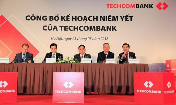 Techcombank chính thức niêm yết tại HoSE ngày 4-6