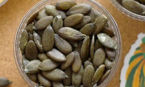Hạt bí xanh, hàng hiếm 6 triệu/kg vẫn đắt khách