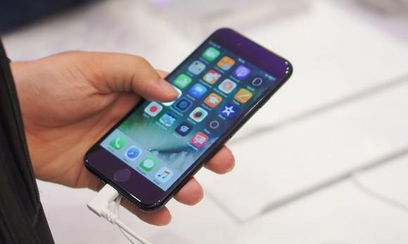 Gần Tết, giá iPhone 7/7 Plus cũ lao dốc vì ế ẩm