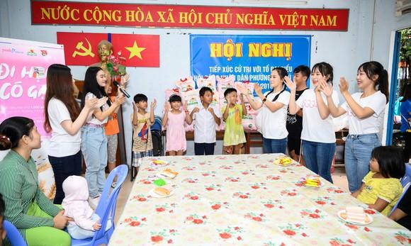 Tặng gạo cho 1000 em học sinh ở các lớp học tình thương trên địa bàn TP HCM