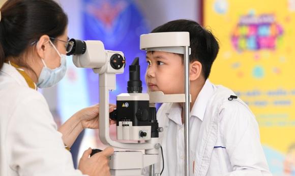 Prudential và Quỹ bảo trợ trẻ em Việt Nam tiếp tục đồng hành vì ánh mắt trẻ thơ