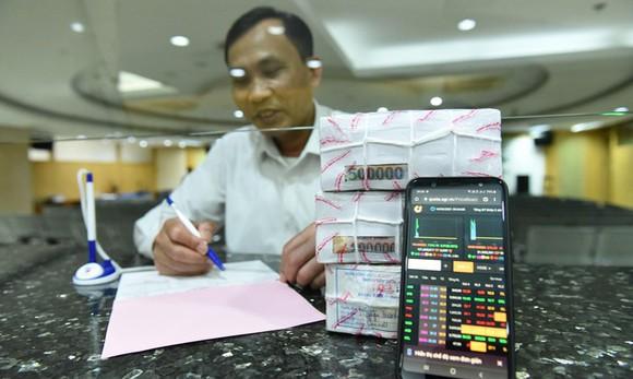 Giao dịch chứng khoán thua lỗ vẫn ngậm ngùi nộp thuế