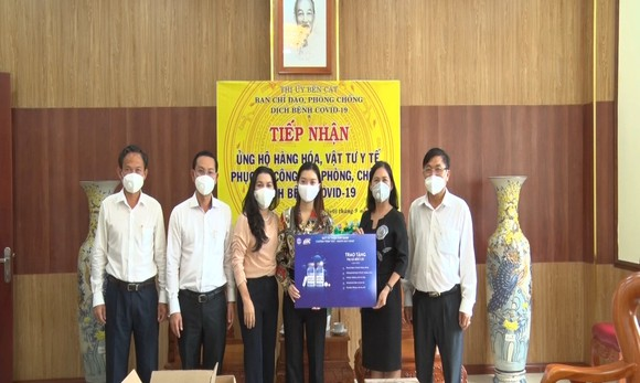 Quỹ Từ thiện Kim Oanh tặng 1500 túi thuốc an sinh cho bệnh nhân mắc Covid-19.