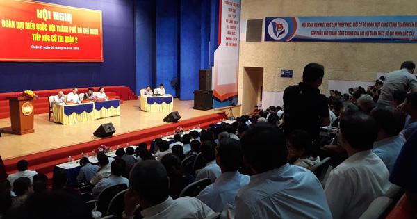 Người phụ nữ ném giày tại buổi tiếp xúc cử tri bị phạt 750.000 đồng