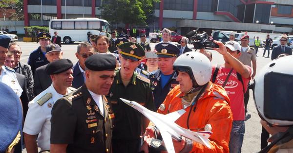 Tại sao vội rút máy bay ném bom khỏi Venezuela?
