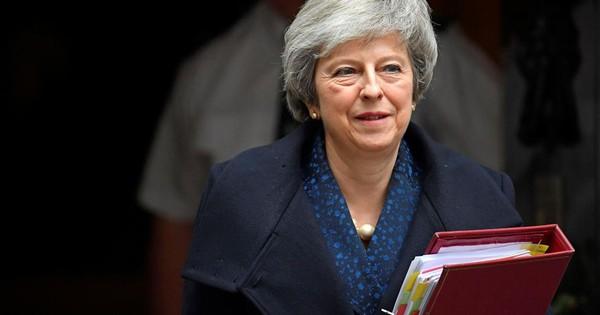Thủ tướng May sống sót, ly dị Anh – EU vẫn bế tắc