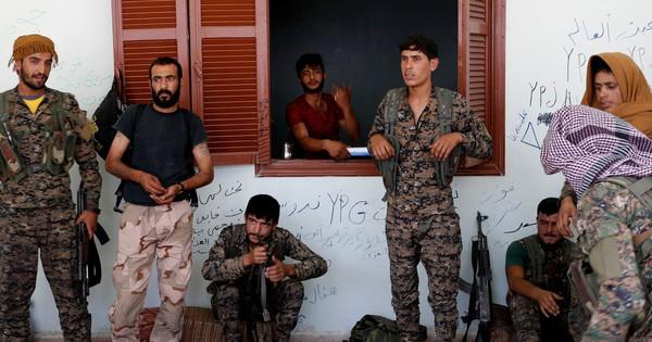 Cảnh giác với Mỹ, người Kurd tìm đến chính phủ Syria
