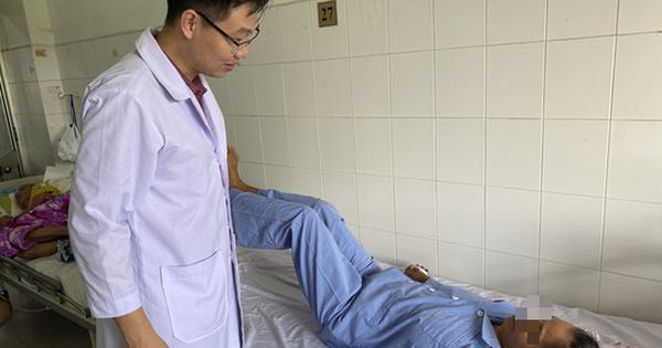 Bệnh nhân liệt chân do ung thư di căn vui mừng khi đi lại được