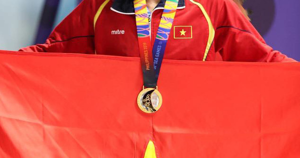 Thưởng lớn cho tuyển bóng đá nữ, nam, các VĐV đoạt huy chương các loại
